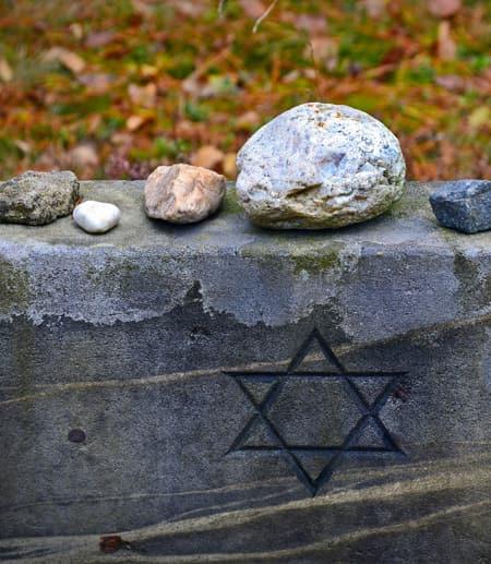 Star of David on tombstone